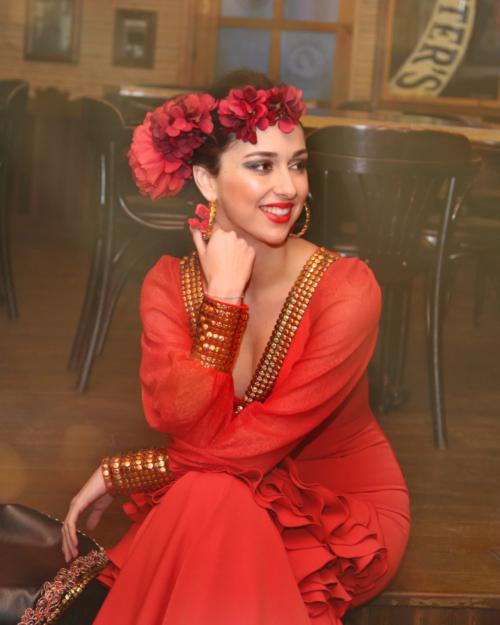 tocados y pendientes flamencos personalizados