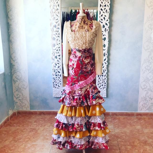 faldas ensayo y espectáculo flamenco