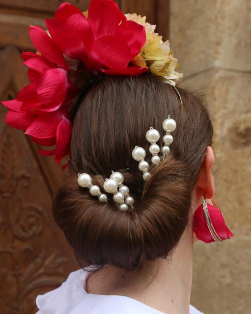 tocados flamencos personalizados y pendientes a juego